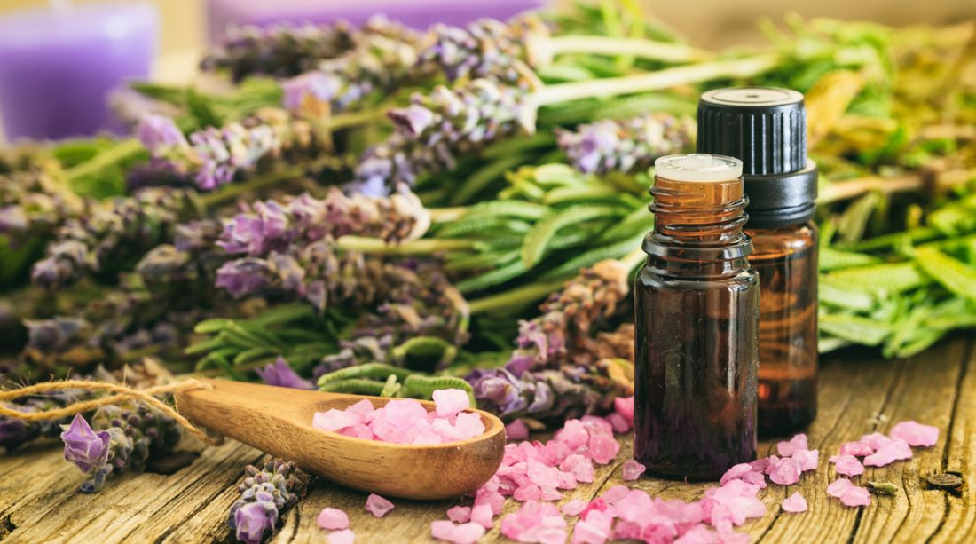 essential-oils-breastfeeding-mothers